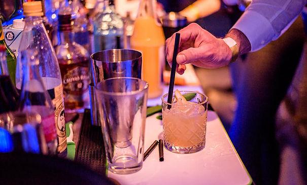 LIQUIDS & COCKTAILS Liquids & Cocktails