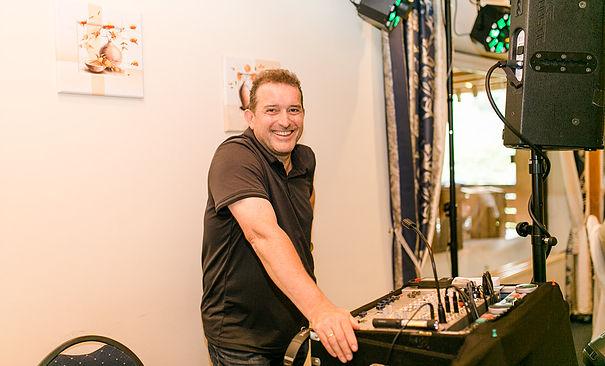 DJ & LICHTKÜNSTLER