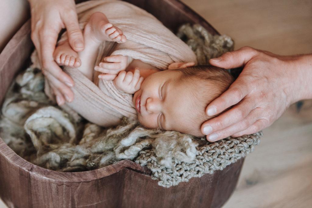 Newbornfotografie Neugebornenbilder in Aschaffenburg